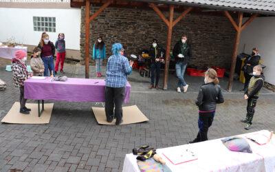 """Workshop """"Steinbildhauen"""" on tour in Kesseling"""